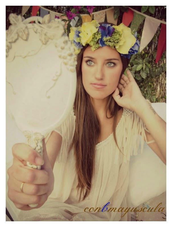 corona-de-flores-amarilla-y-azul-conbmayuscula1